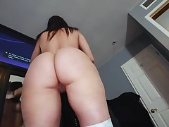 Boy-friend oils butt of gorgeous chick previous to banging her snatch